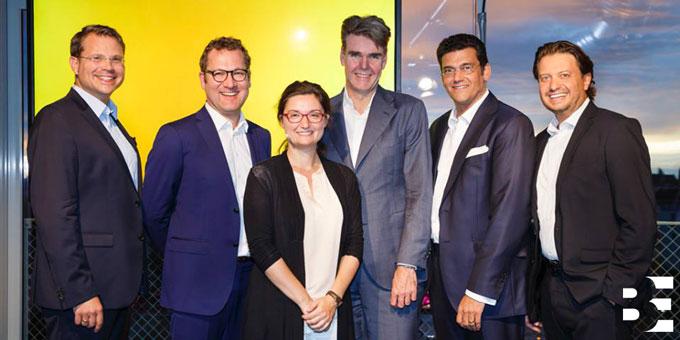 Anlässlich des fünfjährigen Bestehens der Markenberatung München versammelten sich über hundert Unternehmenslenker und Markenmanager, um aktuelle Herausforderungen in der Markenführung zu diskutieren.