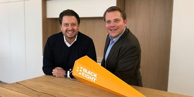 Armin Schlamp und Matthias Hüsgen der Markenberatung Blackeight zu unserer Spendenaktion »Connect minds4change«