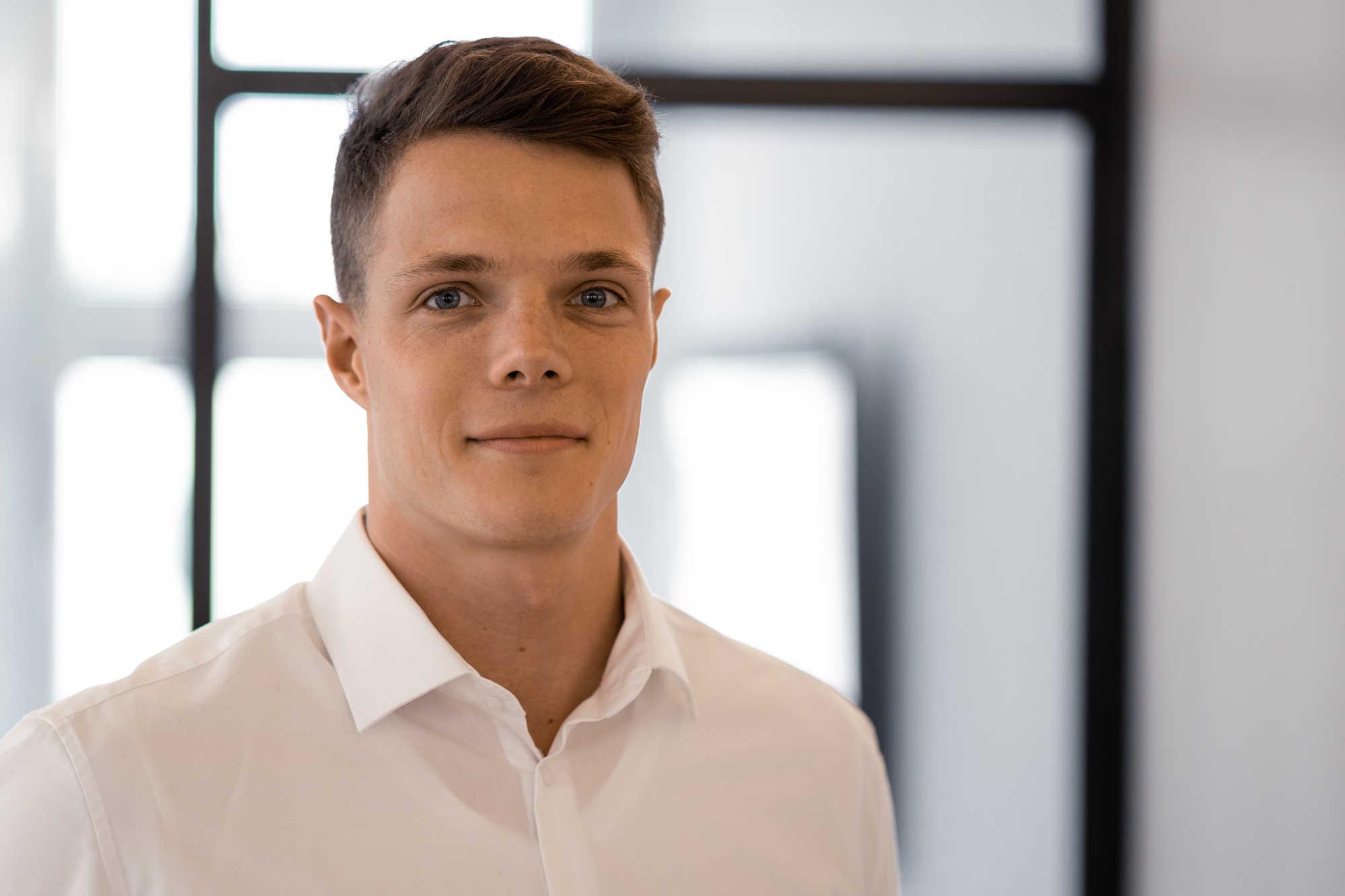 Stefan Weirauch arbeitet als Praktikant bei Blackeight, der Markenberatung in München.